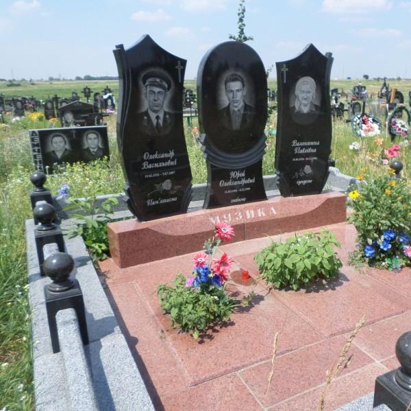 Памятники двойные (#1044)